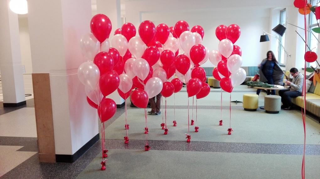 Ballonnenboog maken zelf for Ballonnen decoratie zelf maken